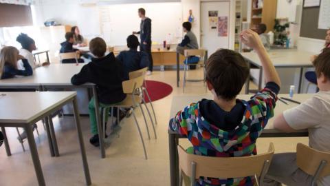 """""""Skolor i utsatta områden måste få förutsättningar att behålla och rekrytera lärare"""", skriver debattören.  Bild: Fredrik Sandberg/TT"""