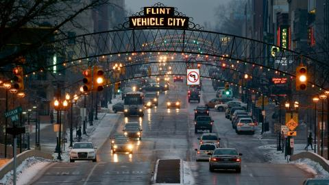Bara 37 procent av Flints vuxna invånare har ett jobb – och på så sätt en giltig sjukförvårdsförsäkring. Bild: AP/TT