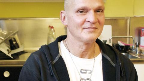 Glenn Larsson på Kris i Norrköping säger att de har märkt att gängrekryteringen börjar redan i tolvårsåldern.   Bild: Malin Wernström