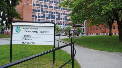Gabriel Wikström, sjukvårdsminister, och Marie-Louise Forsberg-Fransson (S), regionstyrelsens ordförande, svarar på kritiken om Lindesbergs lasarett  Bild: TT