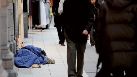 Många hemlösa får inte plats på härbärgen utan tvingas sova på gatan.  Bild: Leif R Jansson/TT