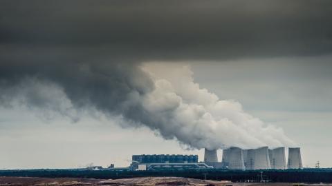 """""""Vad eftervärlden kommer att minnas av Miljöpartiets insatser i regeringen vad gäller klimatfrågan är att partiet gick med på att sälja kolet till en oseriös köpare som kommer att fortsätta bryta och elda kol och öppna nya gruvor"""", skriver Anna Sehlin (V)"""