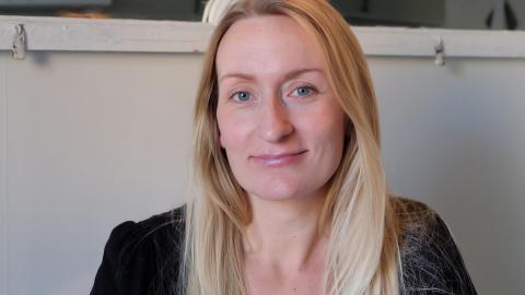 """""""Hur ska man hantera om den andra säger att det tillfälligt är dåligt med pengar och           inte kan betala en månad?"""" undrar Alexandra Gunnarsson som är tveksam till de nya reglerna. Bild: Åke Lindgren"""