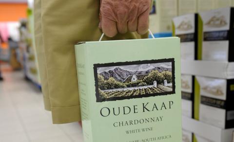 Strejkerna på företaget Robertson Winery har pågått i nio veckor. Bild: Fredrik Sandberg / TT