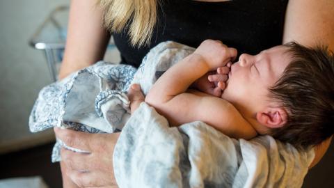 """""""Kombinationen av att förlora personal och få fler patienter kan bli förödande för arbetsmiljön på förlossningsklinikerna"""", skriver debattörerna.  Bild: Christine Olsson/TT"""
