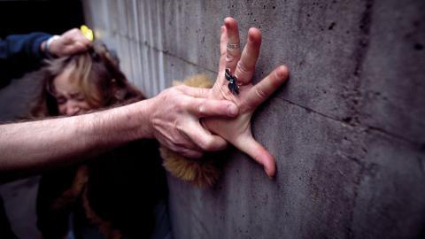 """""""Förra året anmäldes 302 fall av våld mot kvinnor i Lunds kommun. Och då är mörkertalet stort"""", skriver debattörer från Kvinnojouren i Lund.  Bild: Heiko Junge/TT"""