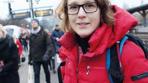 Sara Wahrby kör helst inte bild över huvud taget. Nu tar hon bilen från hemmet i Jursla till Norrköping, där hon sedan byter till pendeltåg mot arbetet i Linköping.  Bild: Lisa Karlsson