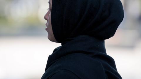 """""""Kan vi mäta en muslimsk kvinnas frigörelse och integration beroende på om hon bär slöja eller inte?"""" undrar Rudeina Mkdad. Bild: TT"""