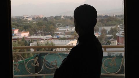 """""""Deportationerna sker bara dagar efter att ett nytt rättsligt ställningstagande har antagits av Migrationsverket, där situationen i Afghanistan beskrivs i mycket mörka ordalag"""", skriver Hanin Shakrah. Bild: Massoud Hossaini/AP/TT"""