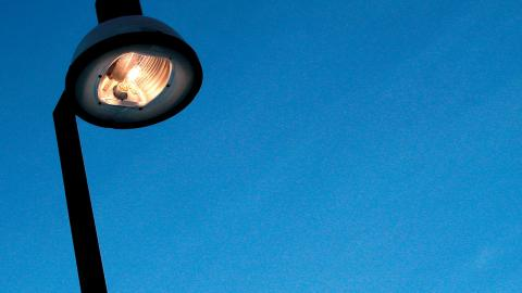 Det ska bli ljusare i byarna med ny miljövänligare LED-belysning. Bild: TT