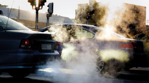 """""""Dieselbilarna släpper ifrån sig många små ultrafina partiklar och det är ett stort problem i städerna"""", säger Katja Hagström.  Bild: Pontus Lundahl/TT"""
