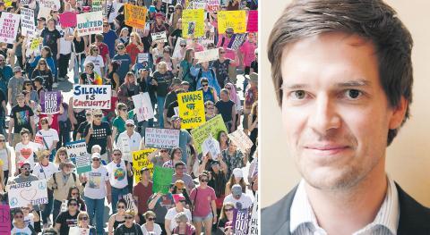 """""""Vi måste synliggöra de alternativa lösningarna för vår tids stora utmaningar"""", skriver debattören. Bilden från Women's March i Austin, Texas, i lördags. Bild: Ralph Barrera/TT"""