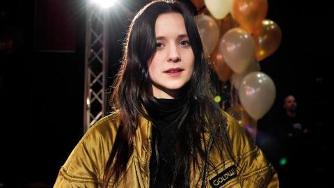 Hanna Järver från Örebro är nominerad i två kategorier i morgondagens P3 Guld-gala, Årets pop och Årets nykomling.  Bild: Jessica Gow/TT
