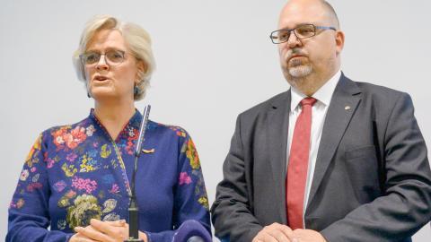 Svenskt näringsliv med vd Carola Lemne och  LO:s ordförande Karl-Petter Thorwaldsson. Bild: Maja Suslin/TT