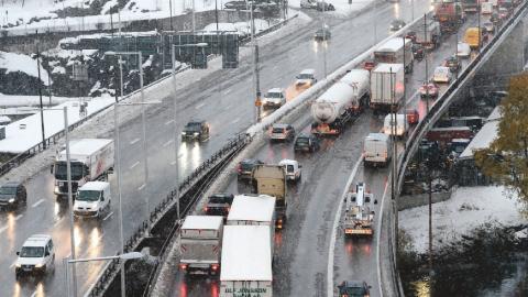 Transportstyrelsens förslag är just nu ute på remiss och kan införas av regeringen nästa år. Redan i dag kan tung fordonstrafik som inte uppfyller särskilda utsläppskrav begränsas i miljözoner.  Bild: Pontus Lundahl/TT