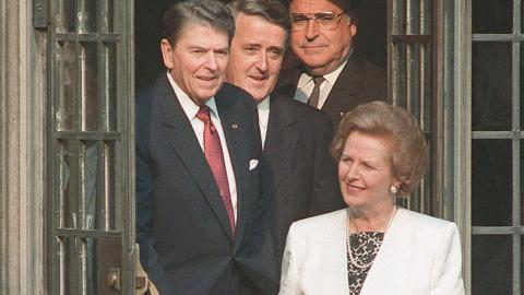 Storbritanniens dåvarande premiärminister Margaret Thatcher i spetsen för USA:s president Ronald Reagan, Kanadas premiärminister Brian Mulroney och Västtysklands förbundskansler Helmut Kohl 1988. Bild: AP