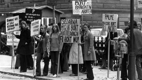 1972 demonstrerade Grupp 8 för rätten till fri abort. Bilden är tagen i Stockholm. Bild: Birgitta Lagerström/TT