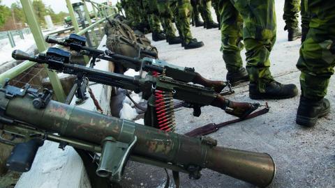 """""""De senaste tio åren har Sverige sålt vapen årligen för mellan 6 och 14 miljarder"""", skriver debattörerna.  Bild: Fredrik Sandberg/TT"""
