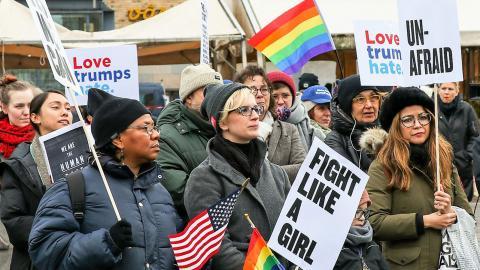 """""""På Trumps första dag i Vita huset var Democrats Abroad på Medborgarplatsen med 150 medlemmar och demonstrerade"""", skriver Alex Lange. Bild: Democrats Abroad Sweden"""