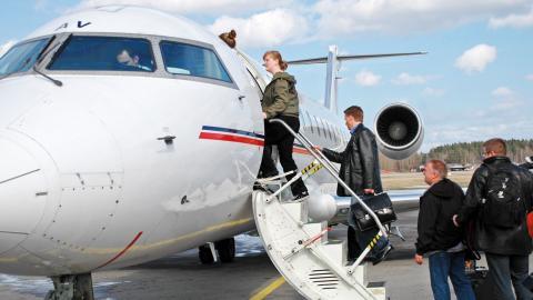 """""""Ju längre vi väntar med att lägga ner               flygplatsen desto mer kommer vi Norrköpingsbor tvingas betala. Sedan 2006 har flygplatsen kostat oss över 300 miljoner kronor bara för driften"""", säger Peter Butros (V).  Bild: Press"""