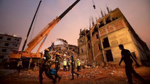 Över tusen personer fick sätta livet till när textilfabriken Rana Plaza kollapsade 2013. Bild: Wong Maye-e/TT/AP
