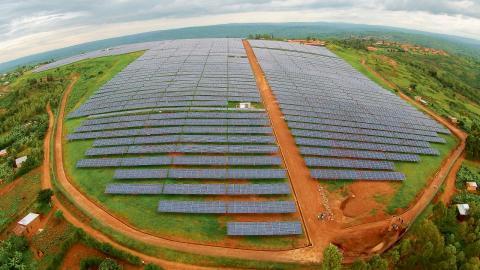 Gigawatts enorma solpanelfält består av 17 hektar solpaneler. Fältet producerar i snitt 15 gigawatttimmar om året. Bild: Gunnar Wesslén