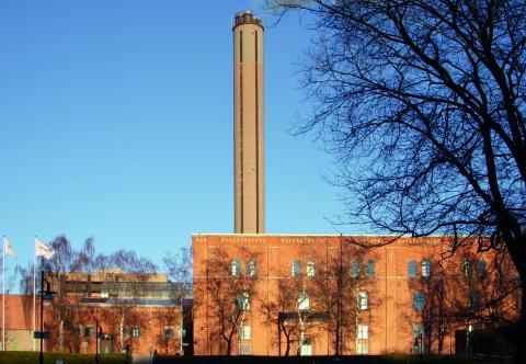 """""""Under 2015 släppte Fortums och Stockholms gemensamma kraftvärmeverk i Värtan ut cirka 600000 ton koldioxid från förbränning av fossilt kol, vilket är lika mycket som hela biltrafiken i Stockholm"""", skriver debattörerna."""