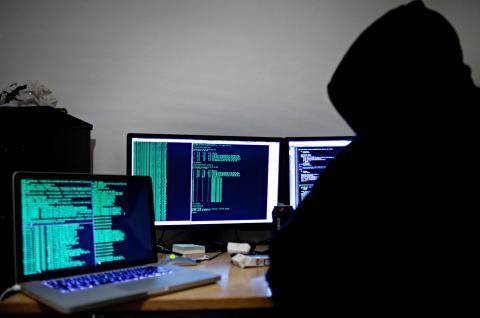 Det är dags för Sverige att investera rejält i motståndskraft mot IT-attacker hos samhällsbärande funktioner, skriver debattörerna.  Bild: Thomas WinjeØijord/TT
