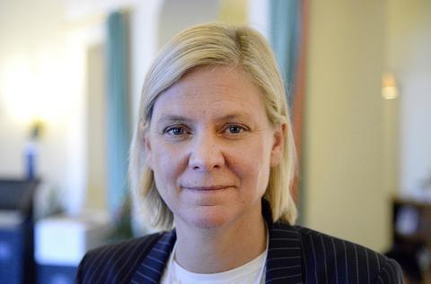 Det är anmärkningsvärt att Magdalena Andersson (S) nu väljer att ställa hårdare krav på nyanlända kvinnor - istället för att åtgärda systemfelet, skriver debattörerna.  Joakim Goksör/TT