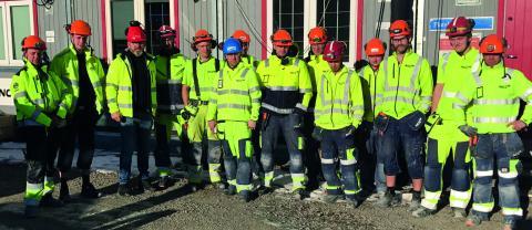 Johan Lindholm, förbundsordförande Byggnads, besökte nyligen Örebro och skolbygget i Tybblelund.  Bild: Byggnads