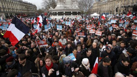 Melenchon-supportrar marscherade i Paris på söndagen. Bild: Michel Euler/AP