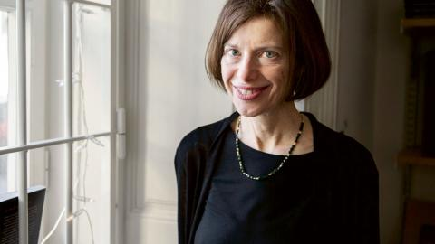 """Författaren Susan Faludi är aktuell med boken """"Mörkrummet"""", som här recenseras av Jenny Aschenbrenner. Bild: Noella Johansson/TT"""