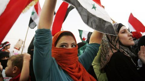 Syriska kvinnor demonstrerar i september 2011 mot att kvinnor som fängslats och dödats av Assadregimen.  Bild: Mohammad Hannon/TT