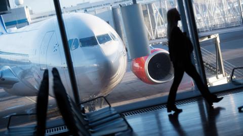 Många anställda på Linköpings universitet flyger ofta till internationella möten. Bild: TT