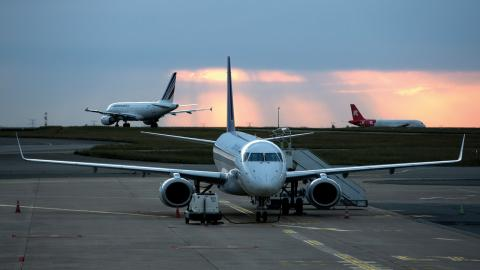 Förra året gjordes totalt 5581 tjänsteresor med flyg och utsläppen från långa flygresor ökade något, jämfört med 2015. Bild: TT