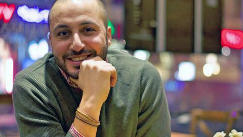 """""""Imad och hans familj är Malmö, på det absolut bästa sättet. Han talar med dig på det språk som känns bäst, han är ambitiös och han möter dig halvvägs om det är vad som krävs, eller utanför din ytterdörr om det känns bättre"""" Bild: Hanin Shakrah"""