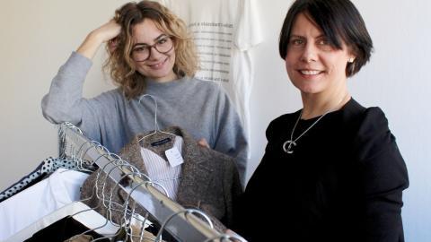Linn Tholén och Ann-Sofie Bergort på det Norrköpingsbaserade företaget Minimera vill få fler att upptäcka hur lätt och smart second hand shopping är.  Bild: Lisa Karlsson