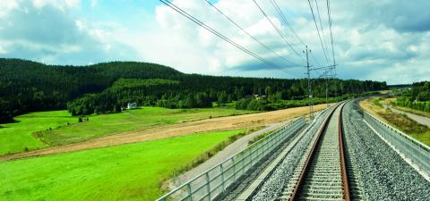 Ostkustbanan är en viktig länk för att skapa jobb och tillväxt i vår region, menar debattörerna. Bild: HENRIK MONTGOMERY / TT