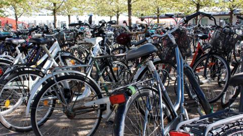 """Att få fler att ta cykeln till jobbet är ett av målen i Region Östergötlands cykelstrategi. """"I Östergötland har 40 procent mindre än fem kilometer till sitt jobb."""" säger Eleonor Mörk, strateg för infrastruktur inom region Östergötland.  Bild: Lisa Karlsson"""