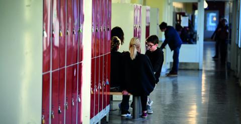 """""""Hur har man tänkt? Att föräldrarna genom sina val ska ta ansvaret för likvärdigheten i skolan?"""", skriver debattören. Bild: Pontus Lundahl/TT"""