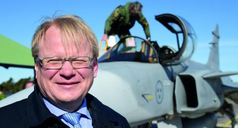 """Försvarsminister Peter Hultqvist (S). Eller """"krigsminister"""" som debattören Hans Holberg kallar honom.  Bild: Anders Wiklund/TT"""