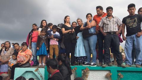 """""""Uppskattningsvis fem procent av guatemalanerna kontrollerar 85 procent av den nationella förmögenheten och över 50 procent av befolkningen räknas som fattiga"""", skriver debattörerna. Bild: Moises Castillo/AP/TT"""