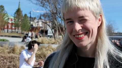 """Stina Salander har ett dubbelt förhållande till sin hemstad Umeå. """"Jag har valt att stanna här. Jag har ett fantastiskt nätverk med engagerade och kreativa människor, men jag är samtidigt ofta arg över utvecklingen och de politiska besluten."""" Bild: Liselott Holm"""