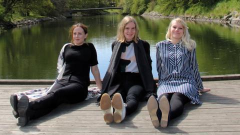 """Mi Tyler, Christina Lax och Elin Örså har       tillsammans skrivit och illustrerat barnboken """"Rädda Rosala"""". Bild: Jenny Wickberg"""