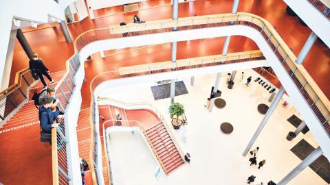 """I ett påkostat projekt skulle Malmö högskolas kontorslandskap ändras i grunden. De forskare som flyttades till huset """"Niagara"""" skulle arbeta i flexkontor, men kaoset lät inte vänta på sig.  Bild: Malmö högskola"""