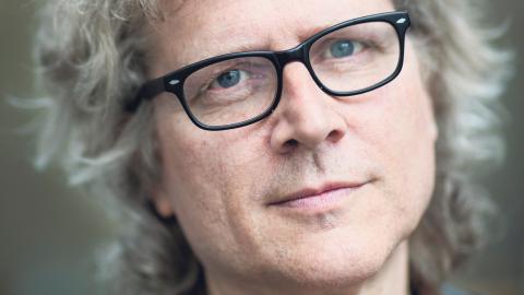 """Ove Sernhede, professor i socialt arbete och barn- och ungdomsvetenskap vid Göteborgs universitet, har läst """"Ett samhälle av jämlikar"""". Bild: Johan Wingborg"""