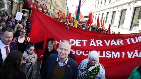 Vänsterpartiets partiledare Jonas Sjöstedt deltar i förstamajdemonstrationen i Göteborg Bild: Adam Ihse/TT