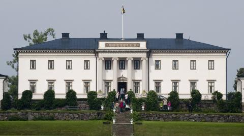Stjernsunds slott utanför Askersund lockar många turister, men de kunde bli fler enligt debattören. Jonas Ekströmer/TT