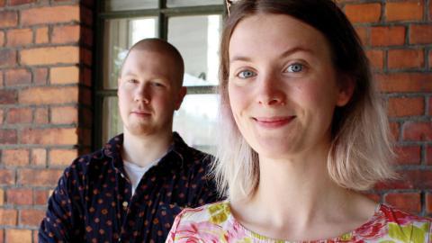 Carl Lindman och Cerefie Byrge bildar tillsammans med Simon Wallin (ej med på bild) det nystartade bandet Televote. Under festivalen Location east gör de sin första spelning.   Bild: Lisa Karlsson