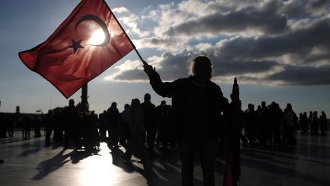 Kazim Kizil deltog i egenskap av dokumentärfilmare på en demonstration i sin hemstad Izmir efter valet och det var i samband med den som han greps, för att senare häktas.  Bild: Emre Tazegul/TT